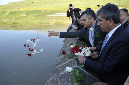 Diyarbakir Bar Association, Mayor's Office and Gomidas Institute Commemorate Armenian and Assyrian Genocide (23 April 2013)